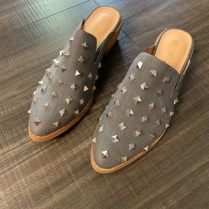 Gray flats / slides with studs